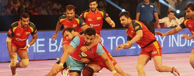 Pro Kabaddi players in action